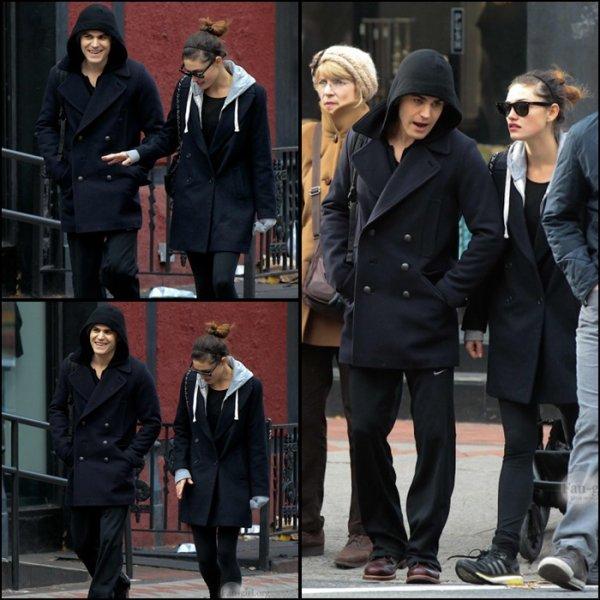 24 Novembre 2013: Phoebe et Paul Wesley se promenaient dans les rues de New York. Confirmation du couple?