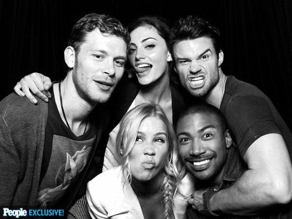 """20 Juillet 2013: Phoebe était présente au """"The Originals"""" signing room au Comic Con."""