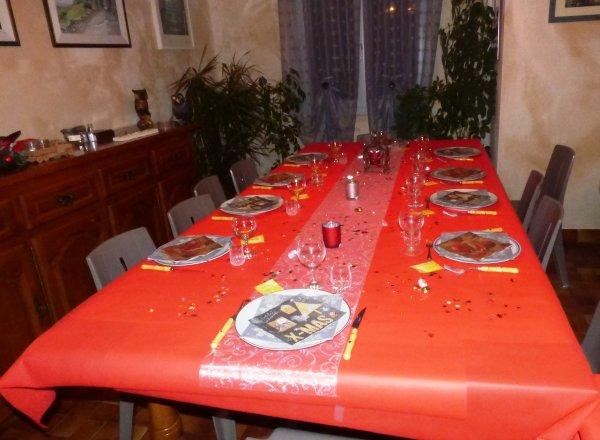 ma table de noel!! Noël n'est pas ce que l'on mange Qu'importe foie gras et bûche glacée et tout le tralalaaaa Noël c'est l'instant de partage avec ceux qu'on aime JOYEUX NOEL..