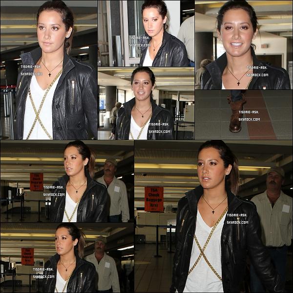 14 nov 2010 : Ashley encore à LAX airport de LA pour encore partir à Vancouver (Canada) !
