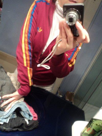 Veste adidas Rose & le signe bleu orange jaune trés belle trés bonne état T.s-m pour plus de renseignement me demander