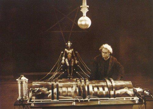 Lady Gaga  marionnette des illuminés...