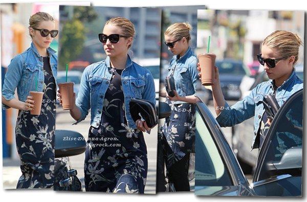 22 Mars 2012 : Dianna sortant d'un Juice Bar dans Hollywood. Côté tenue, je dirai Bof, je pense que la robe est trop longue pour un legging. Et vous, Top ou Flop ?