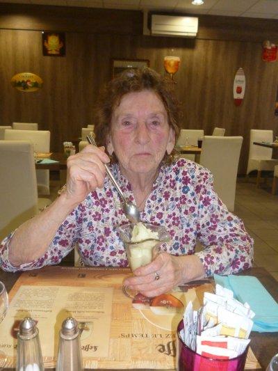 Resto d'après courses avec ma Mamie de 87 ans !