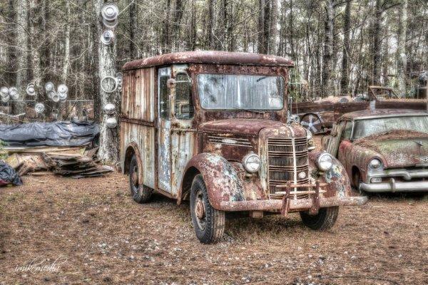 Un Noyeux J'Anniv' à mon poto restorateur de véhicules anciens et dénicheur de trésors !