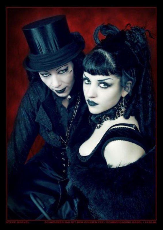 Couples gothiques-romantiques