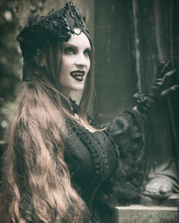Style goth vampire