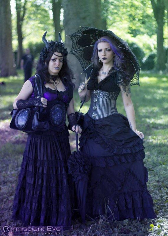 Goths à l'ombrelle