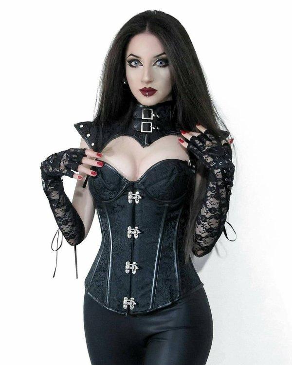 Goths en bustiers