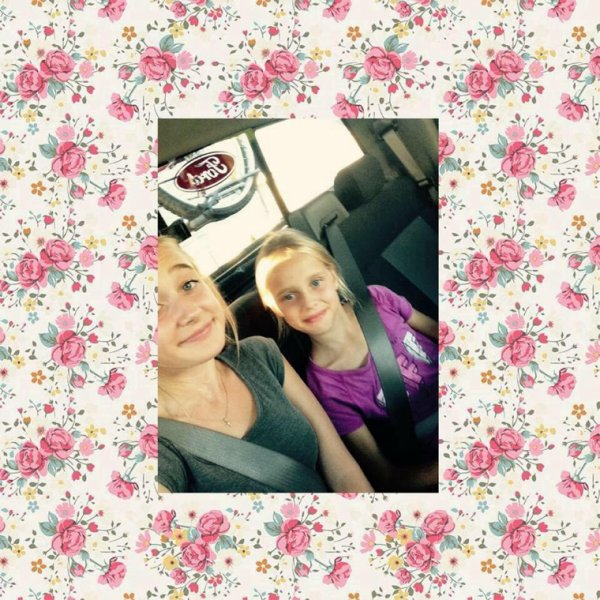 avec ma soeur de 9 ans :D