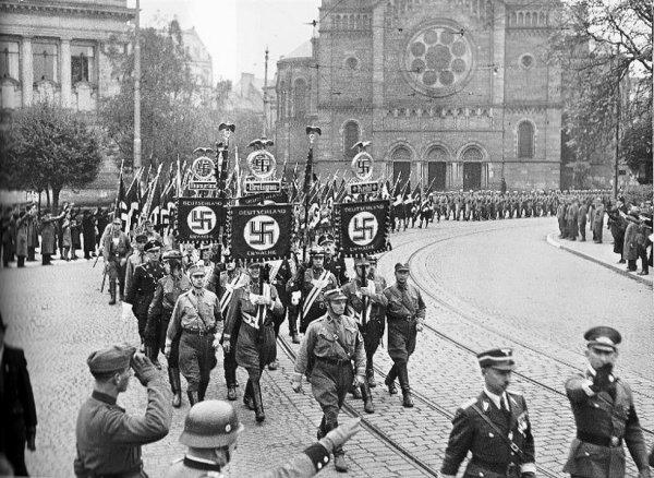 Délégation nazi devant le tribunal