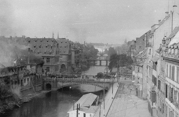 1944.08.11-ancienne-douane-quai-saint-nicolas