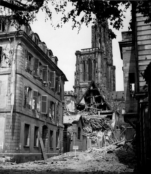 1944.08.11-degats-oeuvre-notre-dame