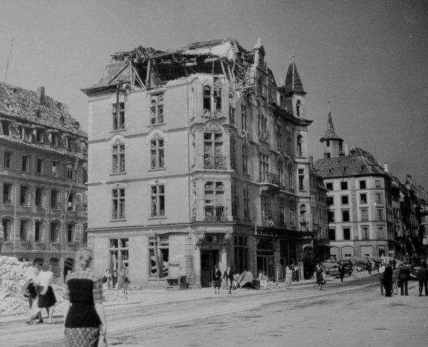 1944.09.25-place-vieux-marchés-aux-poissons