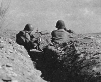 L'artillerie du 374th est là pour l'appui dans la région de Lemberg.