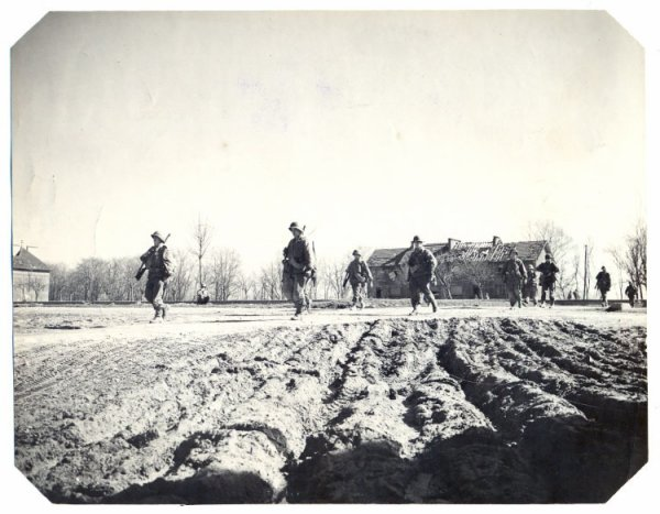 Après trois mois et demi de combat dans les forets autour de Bitche, le 15 mars l'attaque reprend et Bitche tombe le 16.