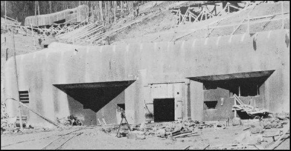 l'entrée du magasin des munitions en 1945