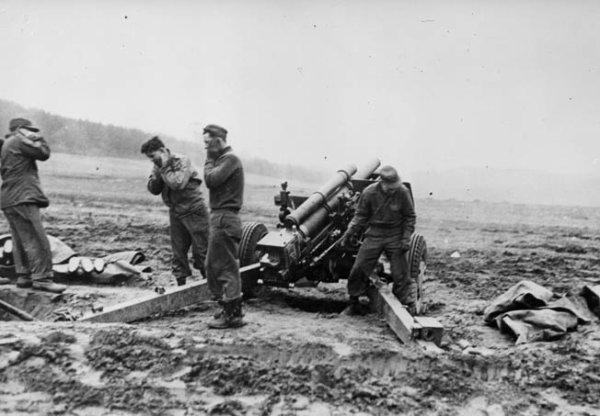 """Reipertswiller ne sera plus entièrement repris par les Allemands . Le 24.01., la 256.VGD réussit à s'emparer de la partie du village au nord du Rothbach et de Sägemühle, puis la division doit arrêter sa progression ( KTB Heeresgruppe B: """"la division est au bout de ses forces"""") . Sägemühle sera repris par les Américains dans la nuit du 24 au 25.01.45."""