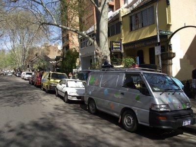 Vente du van... la team Mitsubishi sur Victoria Street