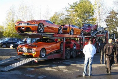 Mouahhh ah ah j'ai de la chance :-p camion qui arrive de l'étranger :-p ! La CCX un monstre :-O 1100ch !!!!