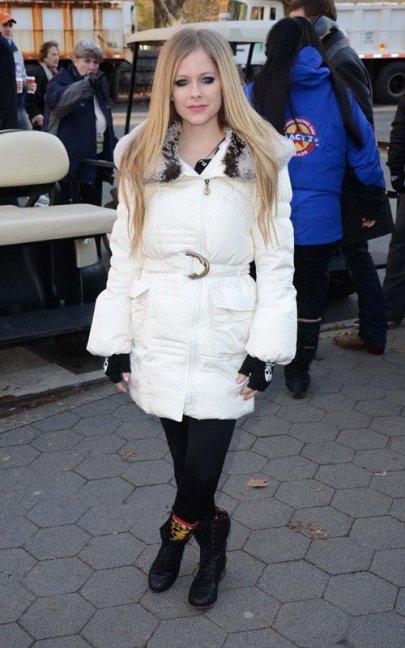 Avril Lavigne au défilé de Thanksgiving sur une citrouille !