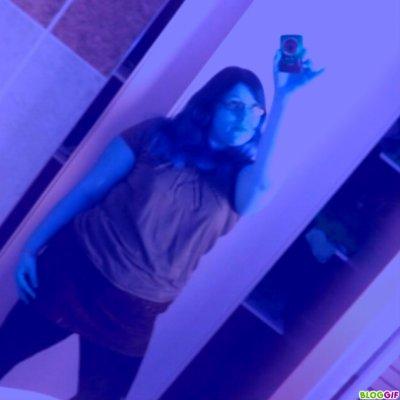 moi en mode pose devant le miroir