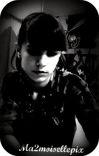 """""""Derrière la vitre brisée de l'adolescence, il y a les murs, les gardes et l'irréversible solitude de la haine."""""""