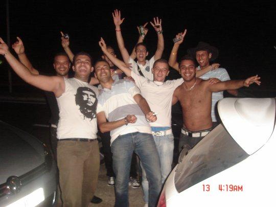 tahya les algeriens wine ma yrouhou y3ichou bel bien ( en tunisie )