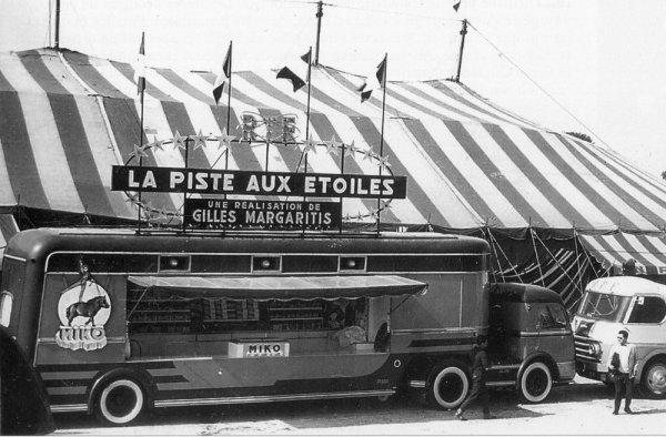 Le cirque arrive : Le semi confiserie