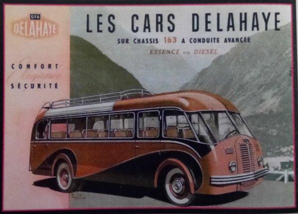 "La parade arrive : Les camions de la parade "" Labourier"" "" Bernard"" "" "" Delahaye"" ""Ward  Lafrance"""