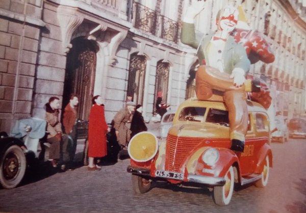 La parade arrive : La voiture Clown deuxième version (1951)