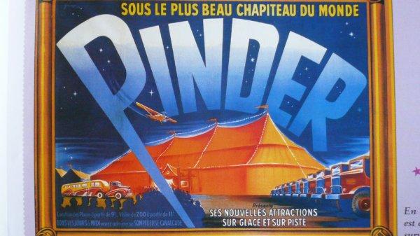 La parade arrive : L'avion publicitaire  Pinder ( 1949)