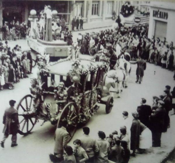 La parade arrive : Le carrosse de la reine (1955)