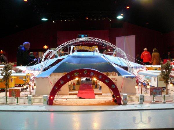 Le 4 ème salon de la maquette de cirque chez Les Bougliones cirque d'hiver ...mon reportage photos