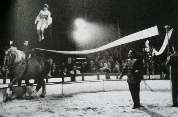 L'écuyière Miss Renters, ballerine à cheval ...
