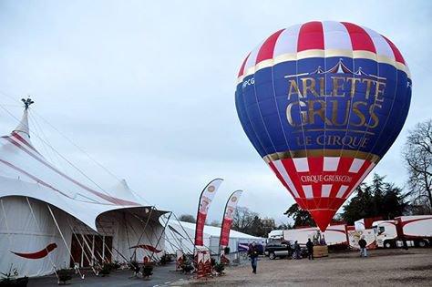 Le montgolfière d'Arlette Gruss pour la tournée 2015