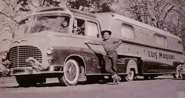 1957/ 1959 : Luis Mariano ,visite de son semi habitation ...