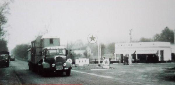 Le cirque arrive ... Les convois routiers en route à travers les nationales ...