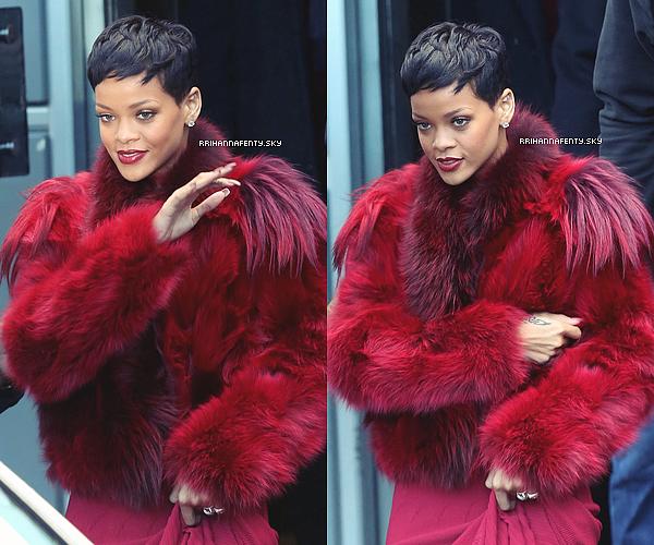 .Candids. : 12.12.2012 : Rihanna a été aperçue arrivant à l'aéroport LAX de Los Angeles. La belle est de retour en Californie pour débuter les préparatifs des répétitions du Diamonds World Tour, qui démarreront après Noël. Les auditions pour les danseurs de la tournée ont débuté avant-hier à Los Angeles. Les heureux élus ont été choisis par HiHat, la chorégraphe de Rihanna.