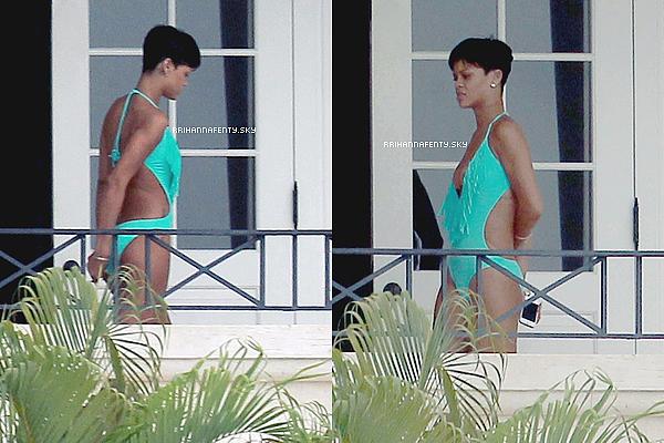.Candids. : 24.12.2012 : Rihanna a été aperçue aujourd'hui quittant sa villa à La Barbade, de nombreux sacs à la main. Il semblerait qu'elle ait ensuite embarqué dans son avion privé pour quitter La Barbade.