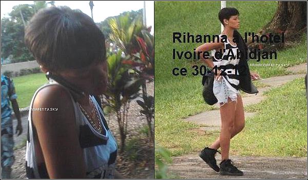 .Candids. : 30.12.2012 : Rihanna est arrivée cette nuit en Côte d'Ivoire, accompagnée de Chris Brown, qui assistera ce soir aux Kora Music Awards et donner un concert au stade Félix-Houphouët-Boigny à Abidjan. Des photos de Rihanna devant son hôtel à Abidjan prises par des fans. + Malheureusement les photos sont de mauvaises qualités et une photo avec de l'écriture dessus.