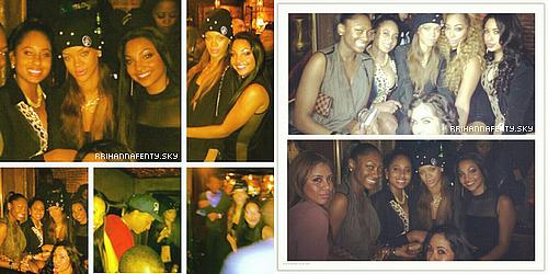 .Candids. : 12.01.2013 : Rihanna enchaînes les sorties ces derniers jours! La belle a été aperçue au club Premier à Los Angeles. De plus, quelques photos personnelles sont disponibles de Rihanna avec ses amies.