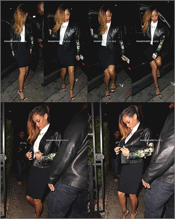 .Candids. : 20.01.2013 : Rihanna a été aperçue arrivant au club Greystone à Los Angeles, où elle a été aperçue par quelques personnes en compagnie de Chris Brown. De plus, quelques photos ont été prise de Rihanna avec Chris Brown au club.