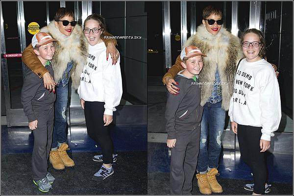 Candids : 28.01.2013 : Rihanna est arrivée à New York dans la soirée. Rien est confirmé si la belle prévoit de rester longtemps dans la ville ni si elle y vient pour des projets professionnels.