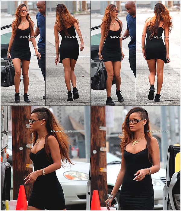Candids : 02.02.2013 : Rihanna a été aperçue arrivant sur le tournage du vidéo clip de Stay à Los Angeles.