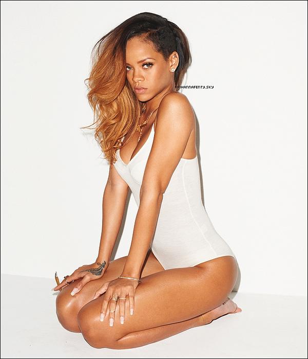Photoshoots : 2013 : Le très célèbre photographe Terry Richardson, qui a réalisé plusieurs séances photos avec Rihanna, vient de publier une nouvelle fois les clichés de la belle sur son blog. Ce photoshoot avait été réalisé pour le magazine Rolling Stone. On peut y voir le nouveau tatouage de Rihanna qui représente Néfertiti, une reine égyptienne.