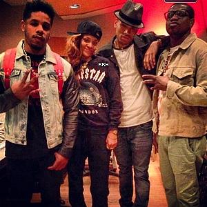 Candids : 05.02.2013 : Rihanna a été aperçue hier soir quittant une nouvelle fois des studios d'enregistrement à Los Angeles avec Chris Brown. De plus, une photo perso de cette soirée au studio est disponible.