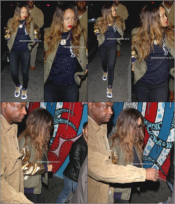 Candids : 13.02.2013 : Rihanna et Chris Brown ont été aperçus hier soir quittant le club Playhouse. Les deux artistes semblent passer tout leur temps libre ensemble. De plus une photo avec un fan sur Instagram est disponible.