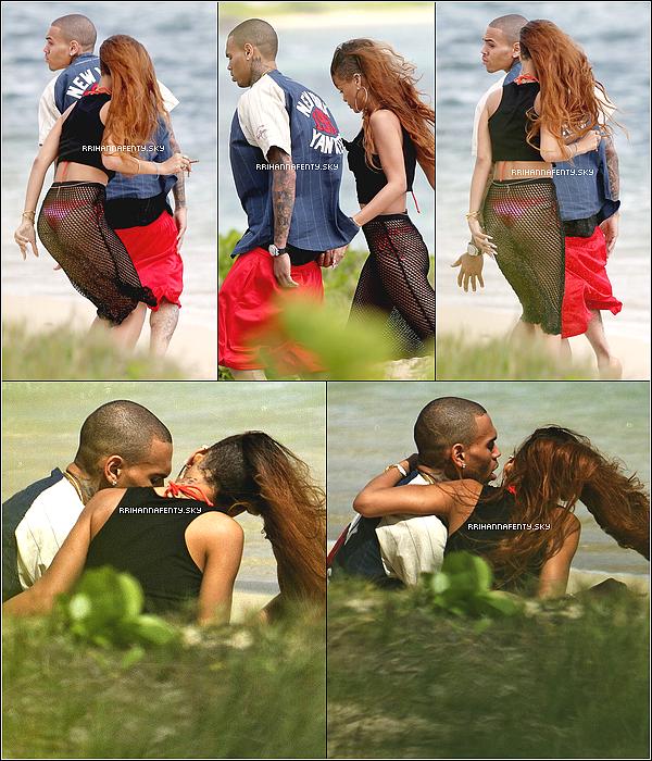 Candids : 20.02.2013 : Rihanna se trouve depuis quelques jours sur l'île de Hawaï. Après avoir passé une après-midi sur la plage avec Chris Brown, la chanteuse a retrouvé sa famille et ses proches dans une villa pour célébrer son 25e anniversaire.