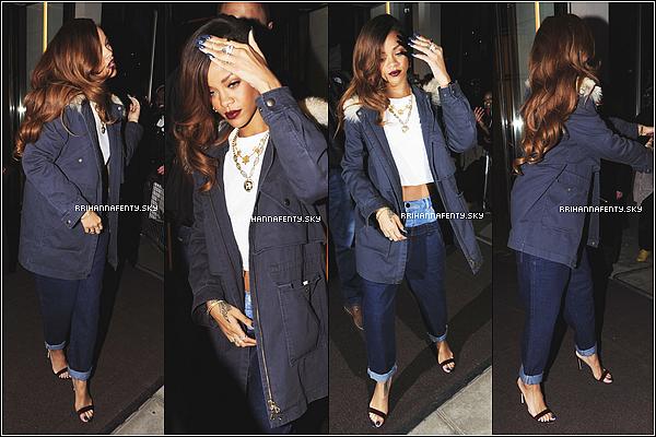 Apparitions Publiques : 04.03.2013 : Rihanna était à Londres pour lancer sa nouvelle collection avec River Island, qui a été mise en vente le lendemain. Certains fans chanceux on pu assister au lancement privé de la collection et on pu ainsi rencontrer Rihanna et acheter en exclusivité les articles de la collection.